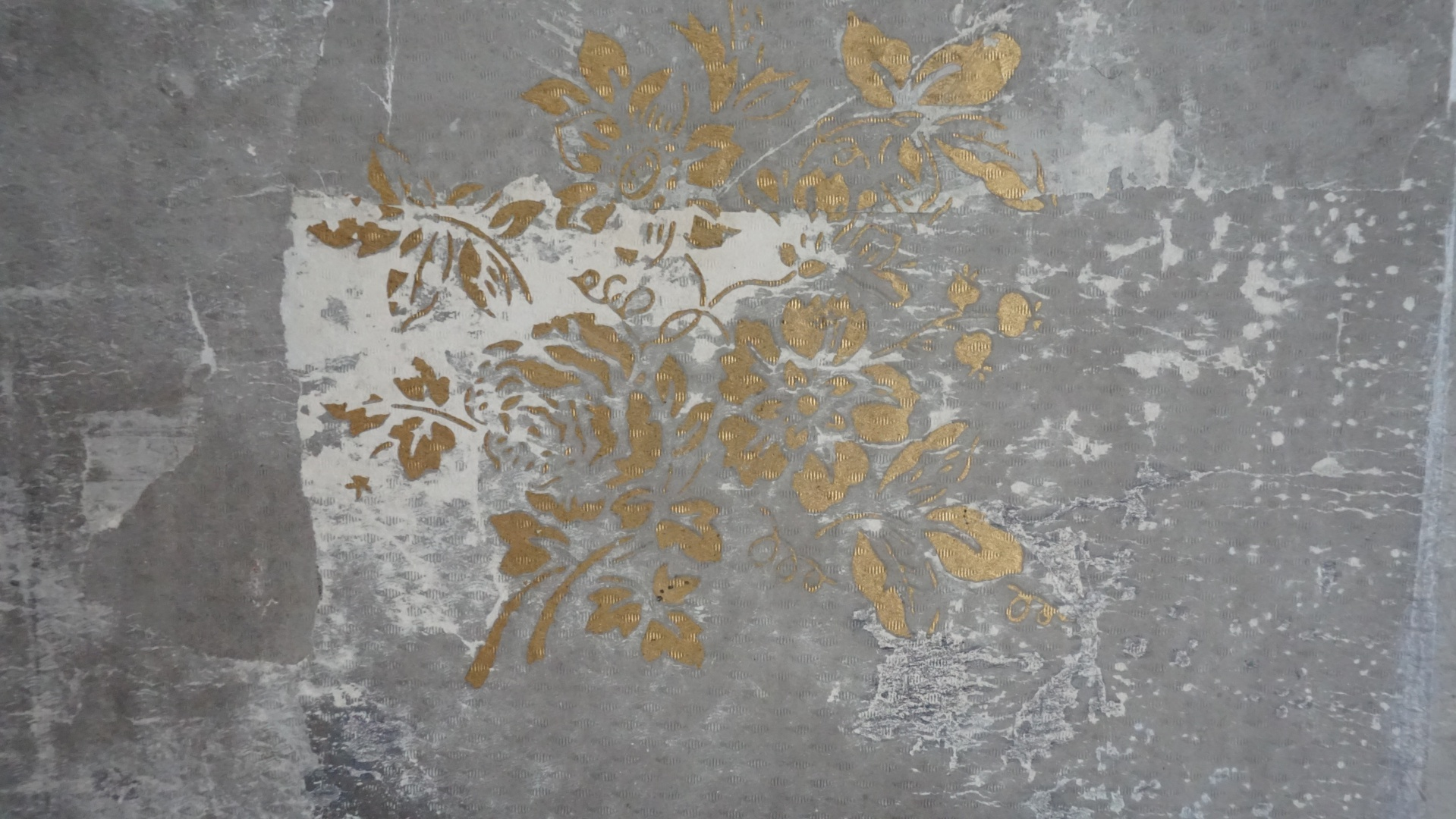 fig 35. Toning the grey wallpaper was done after it had been placed on the wall, so the local light conditions could be taken into account.