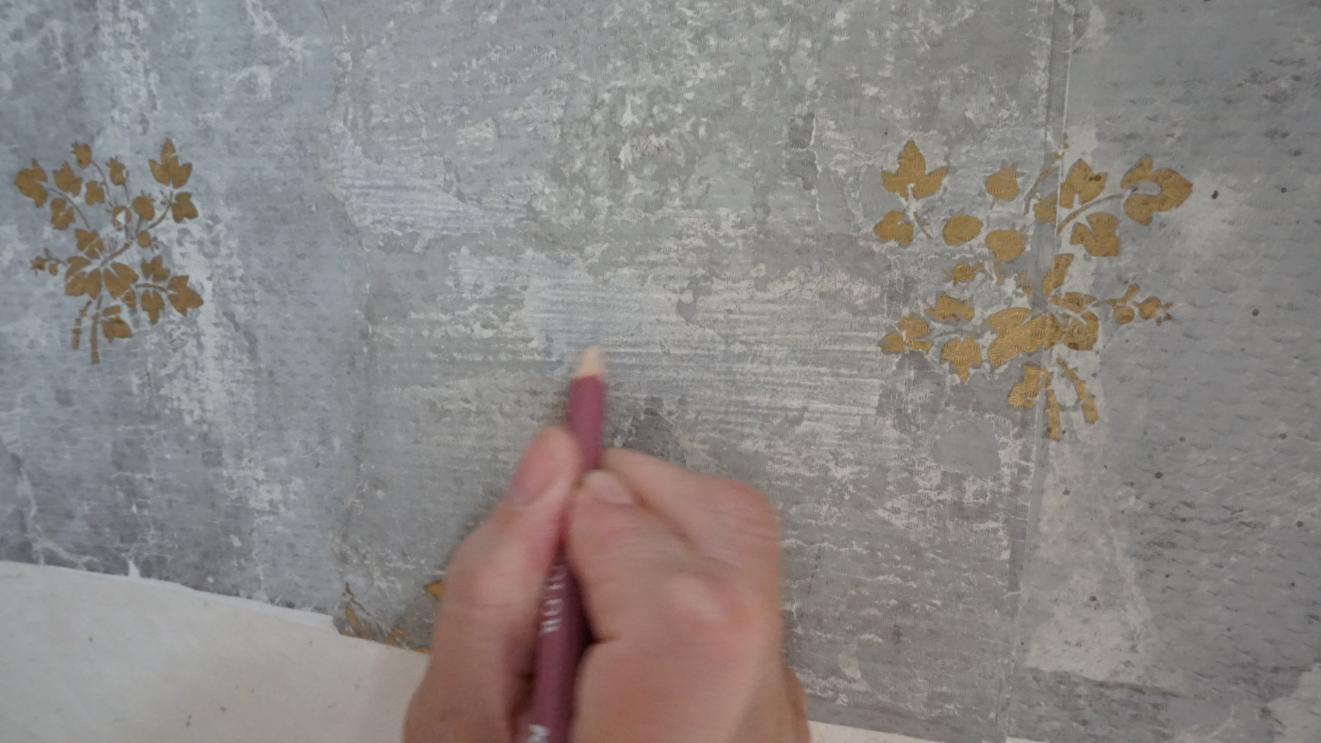 fig 36. Toning the grey wallpaper was done after it had been placed on the wall, so the local light conditions could be taken into account.