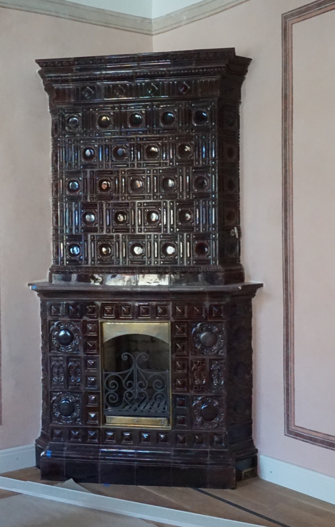 fig 7. A contemporary (late-19th century) reddish-brown stove in one corner of the room emphasises the festive scheme of the wall.