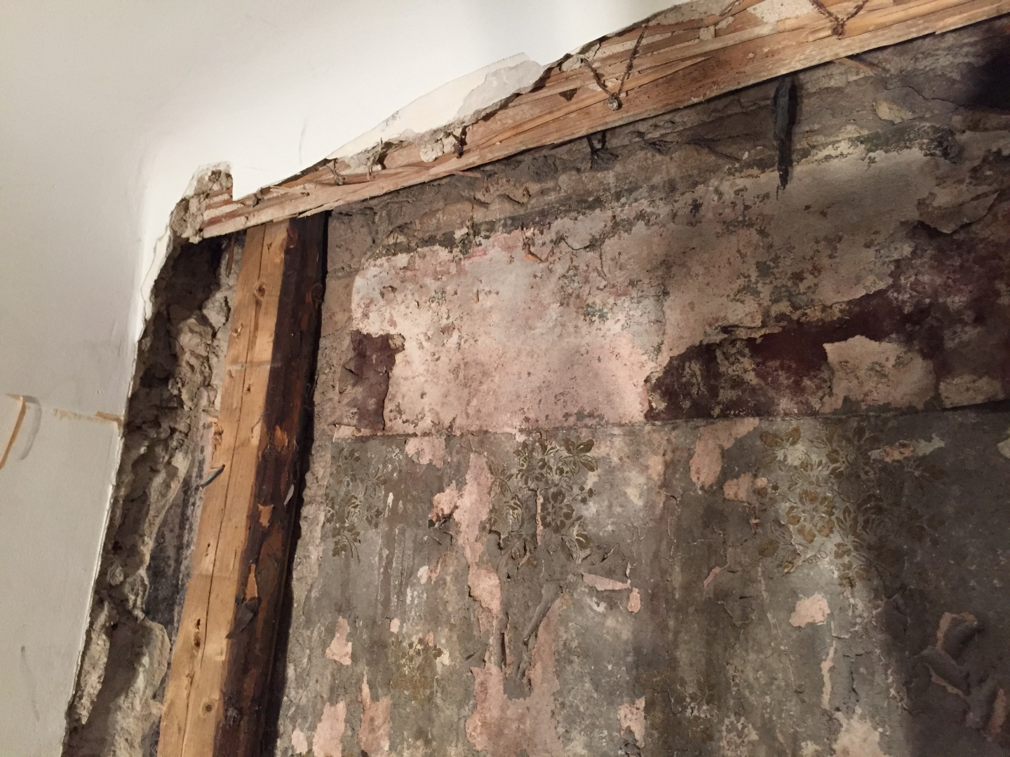 fig 8. Initially the wallpaper had been glued on the inner surface of the limestone outer wall but after the reconstructions of the parlour the wallpaper was left in an airless 10cm-wide space provided by the construction balks of the double wall.