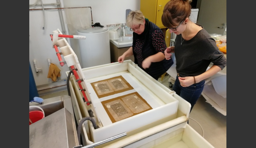 ill 22. Leaf casting method was used to conserve the damaged and fragmented leaves. This process was supervised by Vilja Ventsel, conservator at the National Library of Estonia.