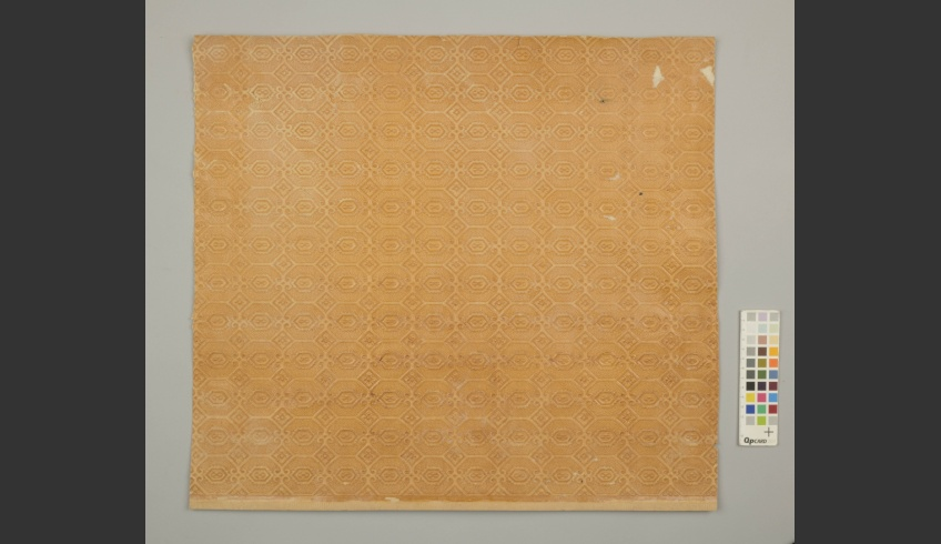 ill 32. Fragment of the thick surface-printed wallpaper layer (II).