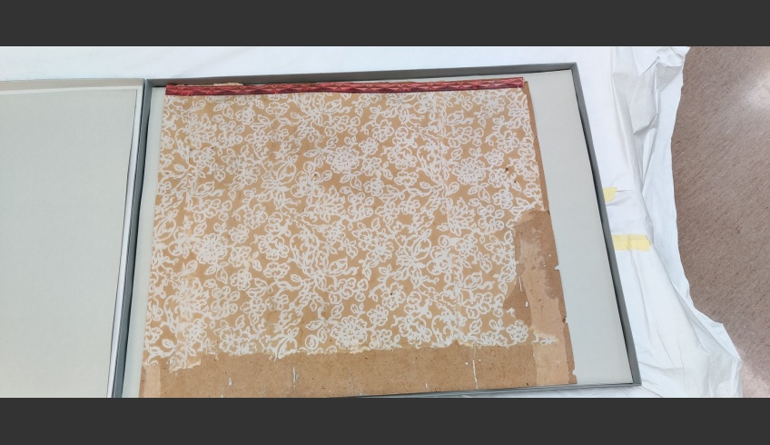 ill 35. Fragment of the white wallpaper was conserved together with cardboard and will be stored with later fragments. Photo: Maris Allik