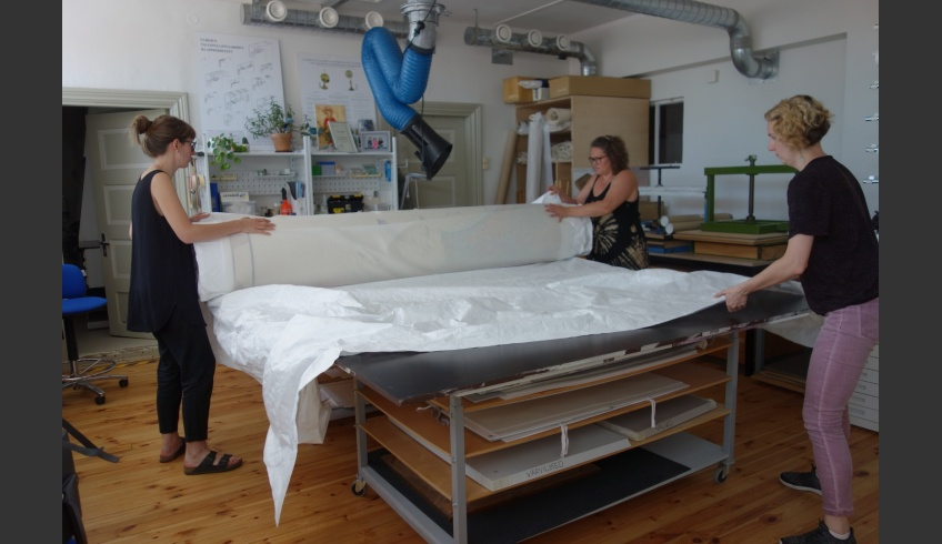 ill 42. … and enveloped for storing with layers of Tyvek.