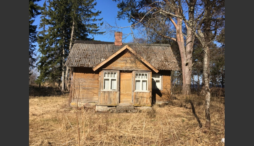 ill 6. The sauna of the Paarma farm in July 2018. Photo: Kristiina Ribelus. According to a local legend drawings of three well-known Estonian painters Richard Sagrits, Richard Uutmaa and Eduard Viiralt were on the wall of the sauna.