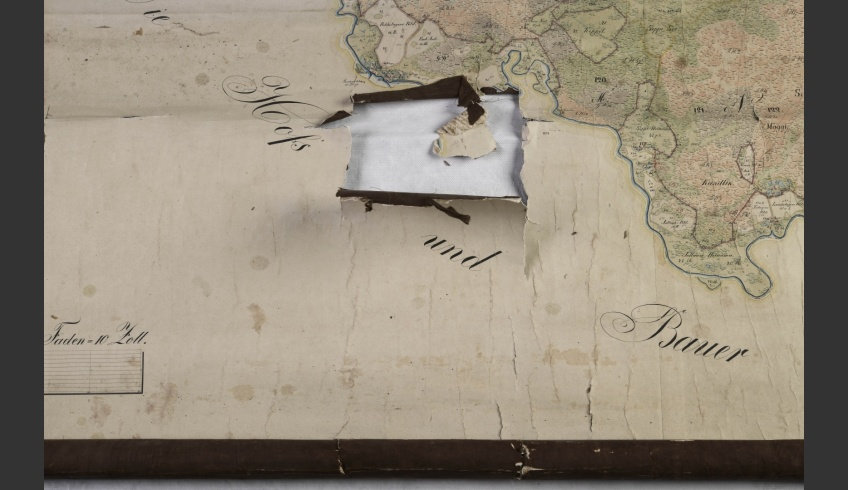 ill 9. A percussion hole in the lower part of the map had missing fragments and new rips around it that must have appeared in the period of display.