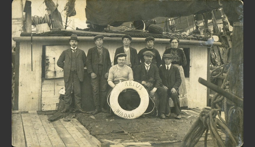 ill 2. Magnus Romman alias Paarma Whiskers, master of the Paarma farm and captain of the Arius together with his crew. Private collection of Aarne Vaik, Käsmu Maritime Museum. https://www.kasmu.ee/et/content/arius