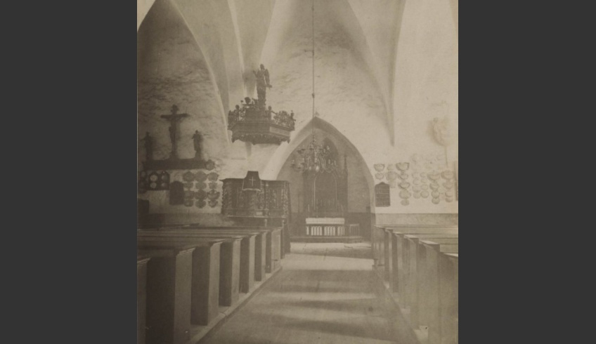 ill 1. The photo in the collection of the Estonian History Museum shows the interior of the Haljala Church before its refurbishing in the 1880s. The pulpit is still in its initial place. AM 8534 F5645